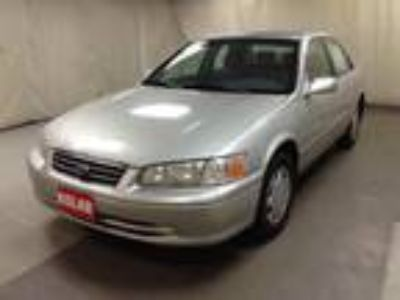 used 2000 Toyota Camry for sale.