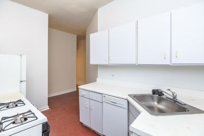 Spacious Ravenswood 3 bed, Free Heat, Hardwood Floors, Dishwasher - PRIME Location!