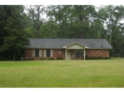 1 Bath Preforeclosure Property in White Hall, AR 71602 - Hardin Reed Rd