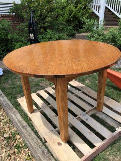 Round dining table - solid wood