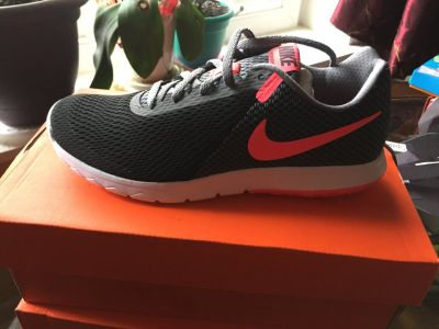 New Womes Nike Shoes size 7