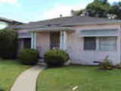 Move In Ready Charming Talmadge Duplex With Yard Pet Friendly