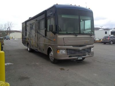 By Owner! 2008 35ft. Fleetwood Bounder w/2 slides