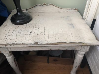 Shabby chic side/night table