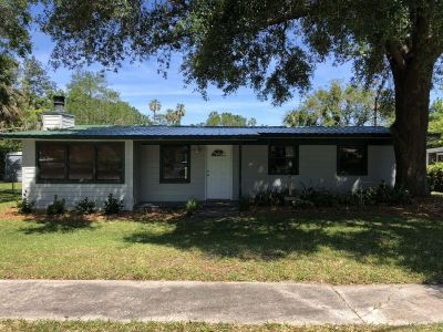 3/2 marsh front home in Atlantic beach with walking distance to Mayport naval station and Hannah park beach.