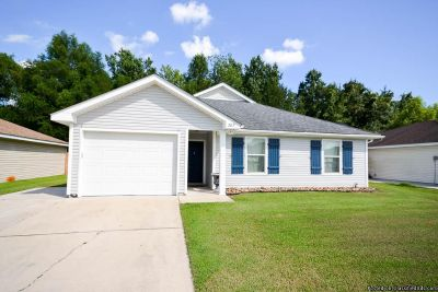 3BR/2BA 3 BEDS/2 BATHS, 10 YEARS OLD, CROWN MOLDING