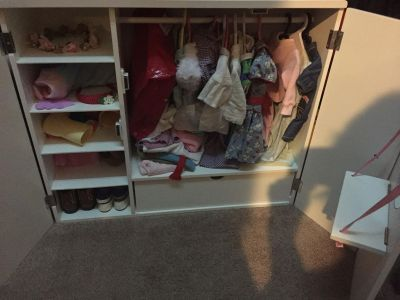 American girl dollhouse with cloths and shoes