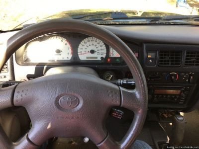 toyota tacoma 2003 4x4 clean title runs great