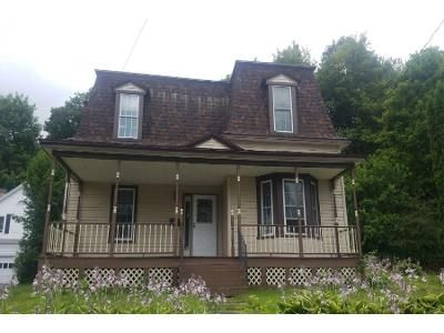3 Bed 1.5 Bath Foreclosure Property in Richford, VT 05476 - School St