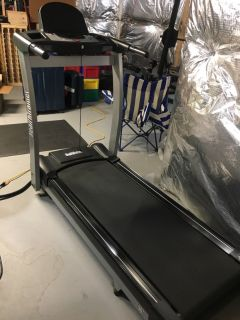 HealthTrainer Treadmill