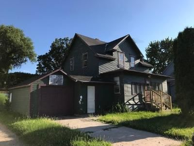 4 Bed 2 Bath Foreclosure Property in Chaska, MN 55318 - E 5th St