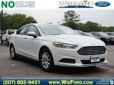 2016 Ford Fusion S (white)