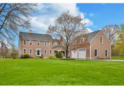 6 Longbrook Road NEWBURY Four BR, Located in the fabled