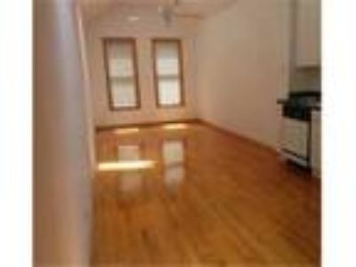 Commuter's Dream-Two BR/2 Pri BA Apartment in Lincoln Park