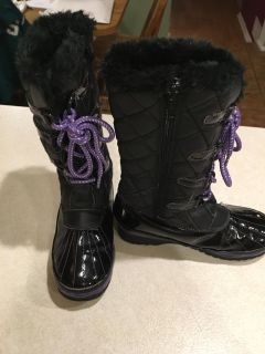 Girls Liv & Maddie snow boots. Excellent condition, only used 1 season. Size 13. SF. $8