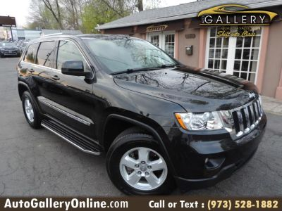 2013 Jeep Grand Cherokee Laredo X (Brilliant Black Crystal Pearl)