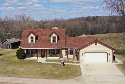 W1210 State Road 106 Palmyra Three BR, One of a kind
