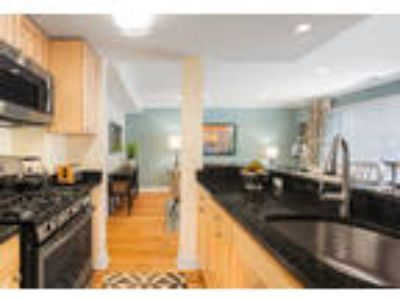 This great One BR, 1.50 BA sunny apartment is located in the area on VFW Pkwy.