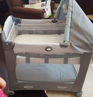 Graco Travelite Crib with stages pack n' play Like new condition