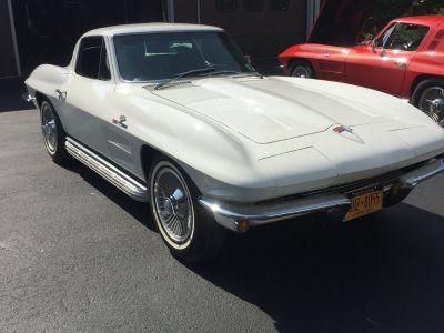 2 1964 Corvettes