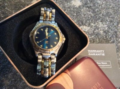 Very nice men's Fossil watch with brand new battery. Perfect for teenager or adult