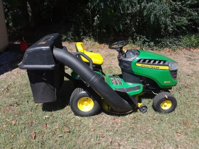 John deere d100 riding lawn mower with bagger system