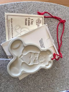 1991 Pampered Chef Teddy Bear clay cookie mold