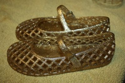 Old Navy gold sparkle jelly shoes little girl 11