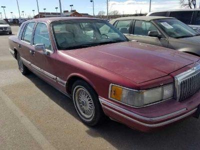 1993 Lincoln Town Car Signature (Medium Cranberry Metallic)