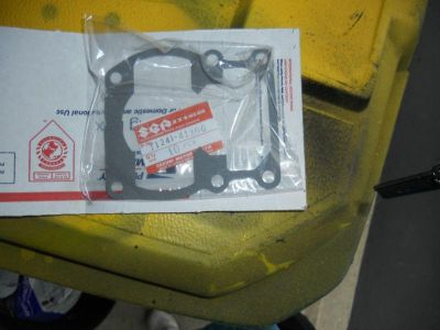 Sell Suzuki 1980 RM100 OEM cylinder gasket motorcycle in Frankfort, Illinois, US, for US $5.00