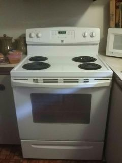 Kenmore stove 4yrs old selfcleaning oven asking 200.00