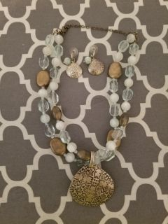 Premiere necklace with pendant and matching earrings