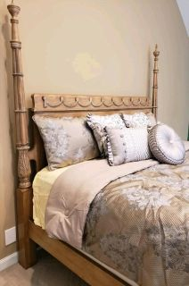 QUEEN SIZE SOLID WOOD 4 POSTER BED by LEXINGTON