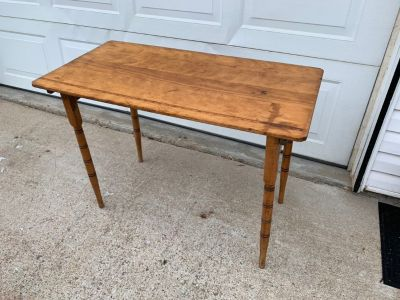 VINTAGE LIGHTWEIGHT ACCENT TABLE (removable legs) 36 wide 25 tall 18 deep