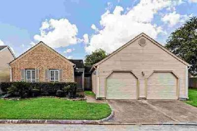 16710 Fallen Leaf Way Houston, Beautiful Home move in ready.