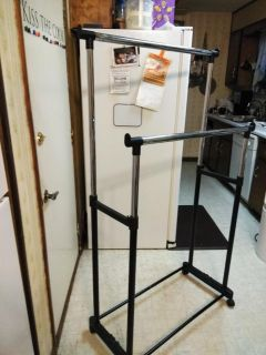 Double hanging clothes rack