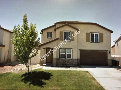 4 Bed, 3 Bath Pool Home For Rent in Palmdale!