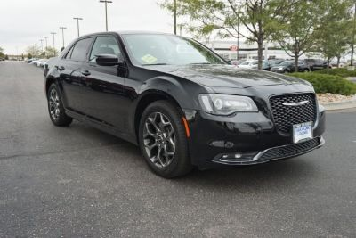 2017 Chrysler 300 S V6 (Gloss Black)