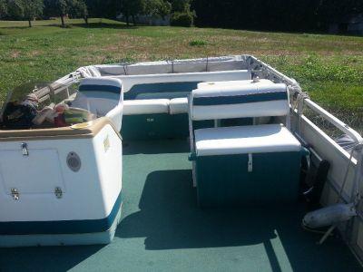 1996 Sylvan Elite 20' pontoon boat w/ 1989 Johnson 40 hp 2 stroke