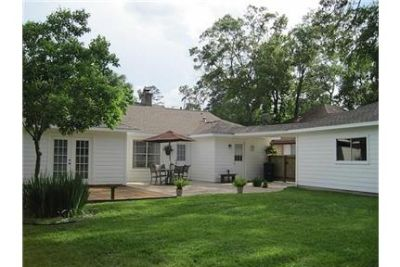 Beautiful Spring House for rent. 2 Car Garage!