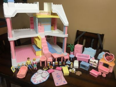Dollhouse and 45 accessories
