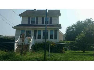 3 Bed 1 Bath Foreclosure Property in Bergenfield, NJ 07621 - Elm St