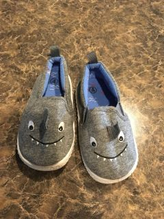 Baby shark shoes size 4