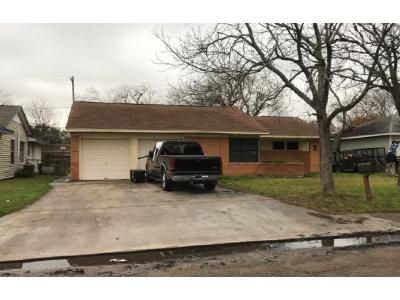 3 Bed 1.5 Bath Foreclosure Property in Freeport, TX 77541 - W 10th St