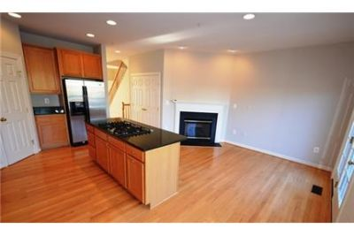 Bright Annapolis, 3 bedroom, 4 bath for rent. 2 Car Garage!