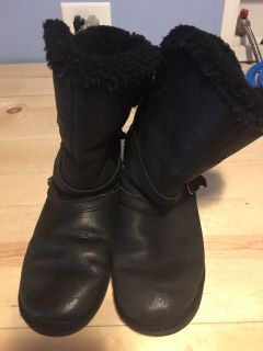 Girls boots Uggs