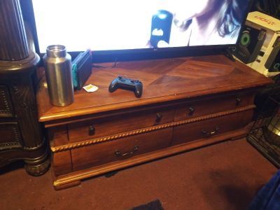 Table/ tv stand