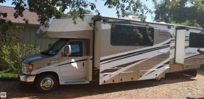 By Owner! 2009 32 ft. Coachmen Leprechaun 320 DS-F w/2 slides