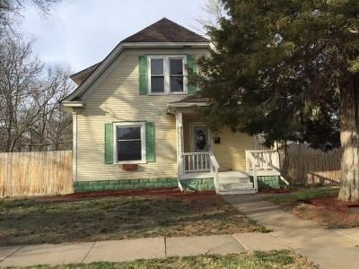 3 Bed 2 Bath Foreclosure Property in Hays, KS 67601 - E 16th St