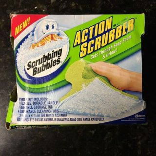Scrubber Set: Handle, 2 Cleaning Pads, Storage Tub. New in Package.
